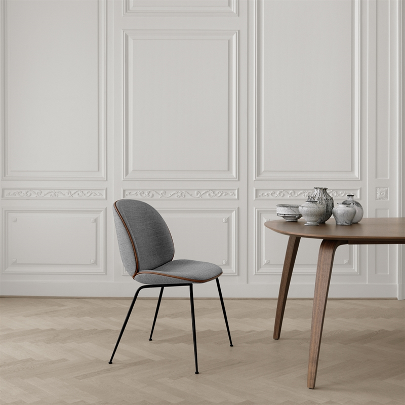 mariella_gubi_dining_table_elliptical_miljo_2