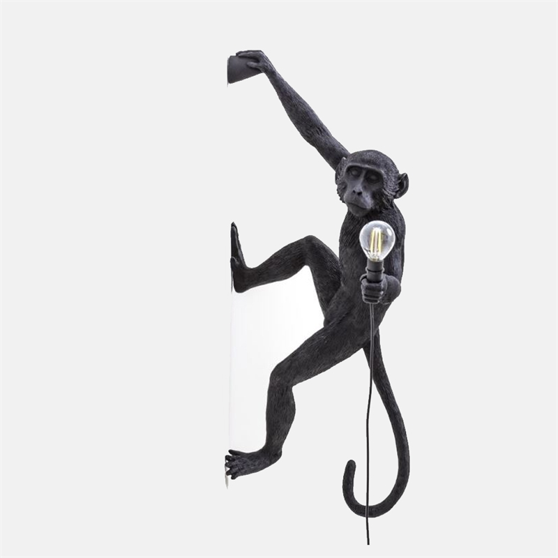 mariella_seletti_monkey_lamp_black_wall_right